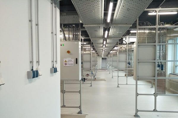 Cleanrooms<em>Maintenance-free luminaires with a very long lifespan are of great importance for the continuity of a controlled cleanroom environment</em>