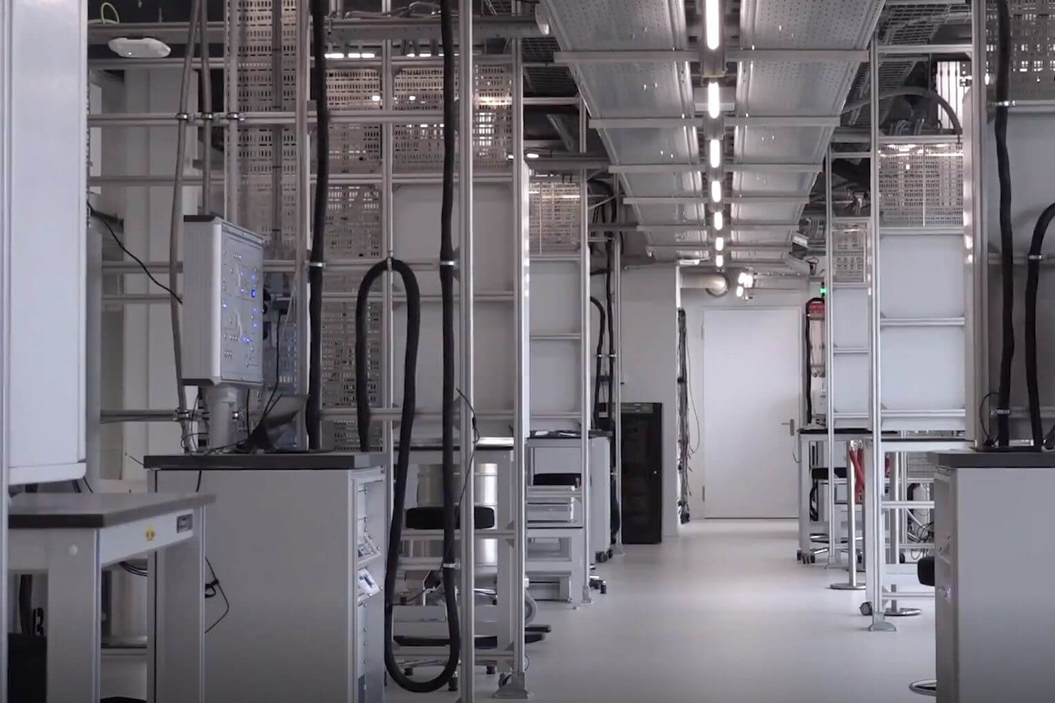 Cleanrooms & laboratoria<em>Maintenance-free luminaires with a very long lifespan are of great importance for continuity within a controlled environment</em>